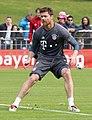 Xabi Alonso Training 2017-05 FC Bayern Muenchen-3.jpg