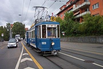 Zurich tram 1009 approaching Seilbahn Rigiblick.jpg
