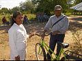"""""""Padre y alumna, felices por recibir su bicicleta"""".jpg"""
