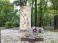Братская могила в дендропарке.jpg