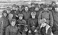 Маврин с солдатами полка.jpg