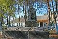 Медвідка, Пам'ятник 98 воїнам – односельчанам загиблим на фронтах ВВВ, в центрі села.jpg
