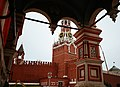 Спасская башня со стороны Храма Василия Блаженного.jpg