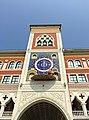 Часы с иконой на здании Национальной художественной галереи, город Йошкар-Ола.jpg