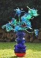 עיצוב אגרטל עם פרחים מבקבוקי פלסטיק צבעוניים - אמנות אקולוגית - Eco Art.jpg