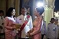 นายกรัฐมนตรีและภริยา ในนามรัฐบาลเป็นเจ้าภาพงานสโมสรสัน - Flickr - Abhisit Vejjajiva (34).jpg
