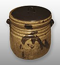 Kiseto water jar, clay covered with glaze and iron-brown splashes and black lacquer cover, Momoyama or Edo period, 17th century