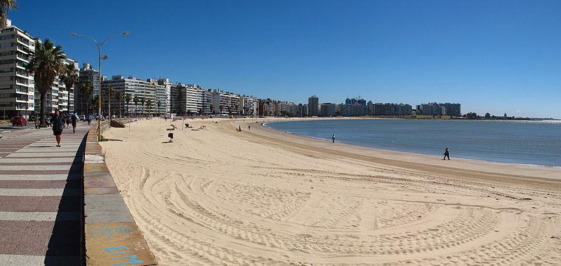 File:04. Playa Pocitos Pano.jpg