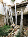 055 Casa en ruïnes vora l'església de Marmellar, bigues.JPG