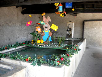 Arzier-Le Muids - Easter decorations in the town fountain