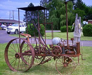 English: An antique tractor – A very early, ha...