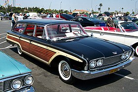 1960 Ford Country Squire.jpg