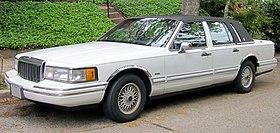 1990-1992 Lincoln Town Car -- 04-30-2012.JPG