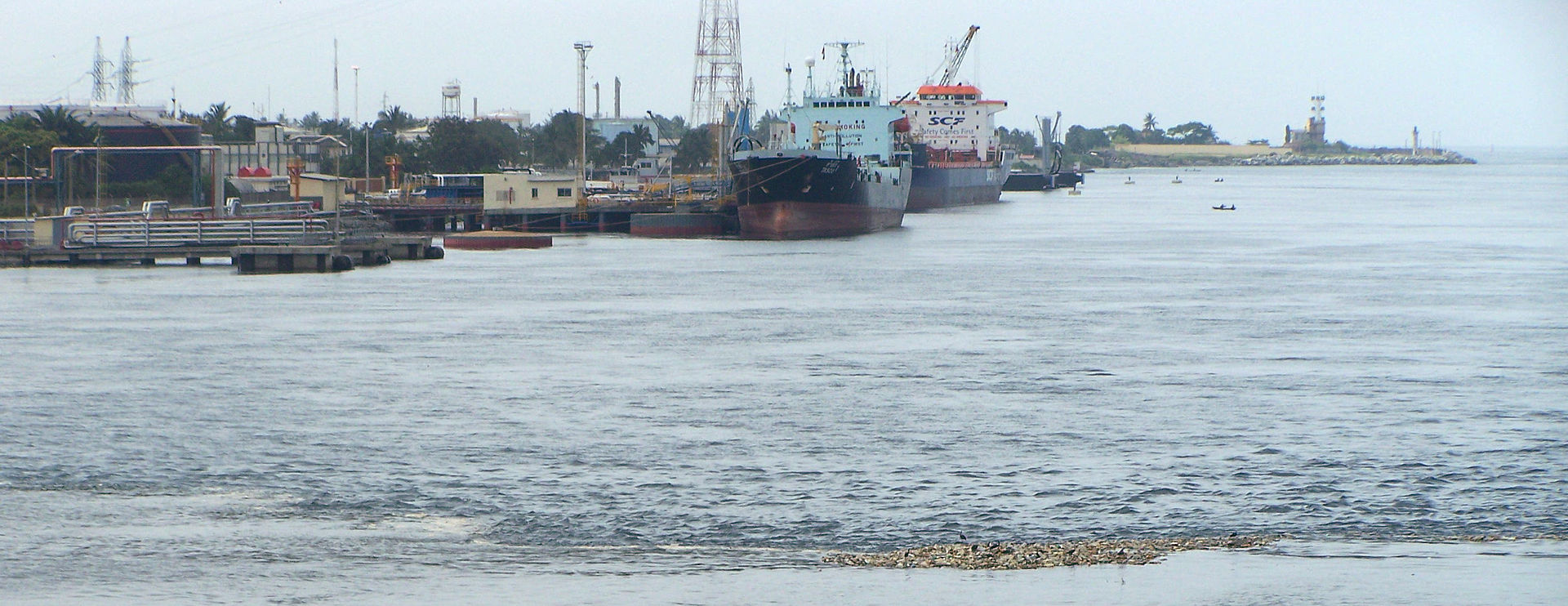2009 Abidjan port 3842716900.jpg