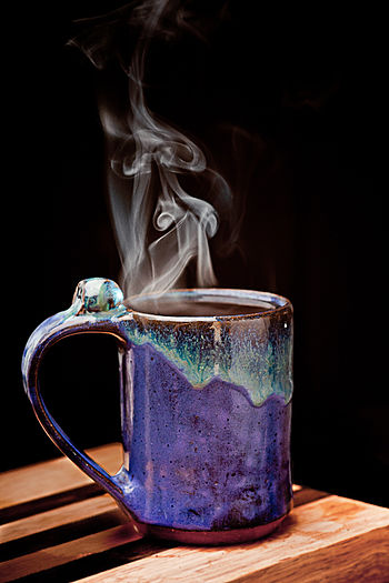 English: steaming hot mug of coffee