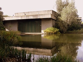 Calouste Gulbenkian Museum - A view of the Gulbenkian Museum and reflecting pool