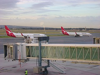 2 Qantas 737s at Adelaide Airport By Wjs13 (Own work) [GFDL (https://www.gnu.org/copyleft/fdl.html) or CC-BY-SA-3.0-2.5-2.0-1.0 (https://creativecommons.org/licenses/by-sa/3.0)], via Wikimedia Commons