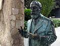 34 Estàtua de bronze de Gaudí, finca Miralles.jpg
