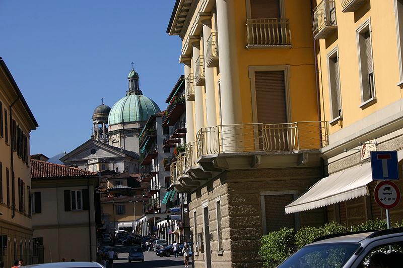 File:7989 - Verbania-Intra - Piazza Aldo Moro - Foto Giovanni Dall'Orto, 8-Sett-2007.jpg