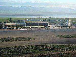 Oran Es Sénia Airport - Image: Aéroport d Oran (côté tarmac)