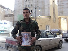 A Benghazi citizen holding King Idris's photo.JPG