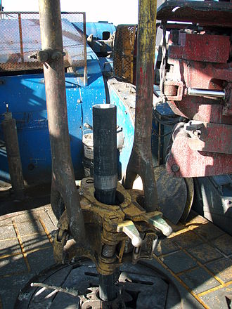 Drill floor - A joint being pulled out from the Rotary Table