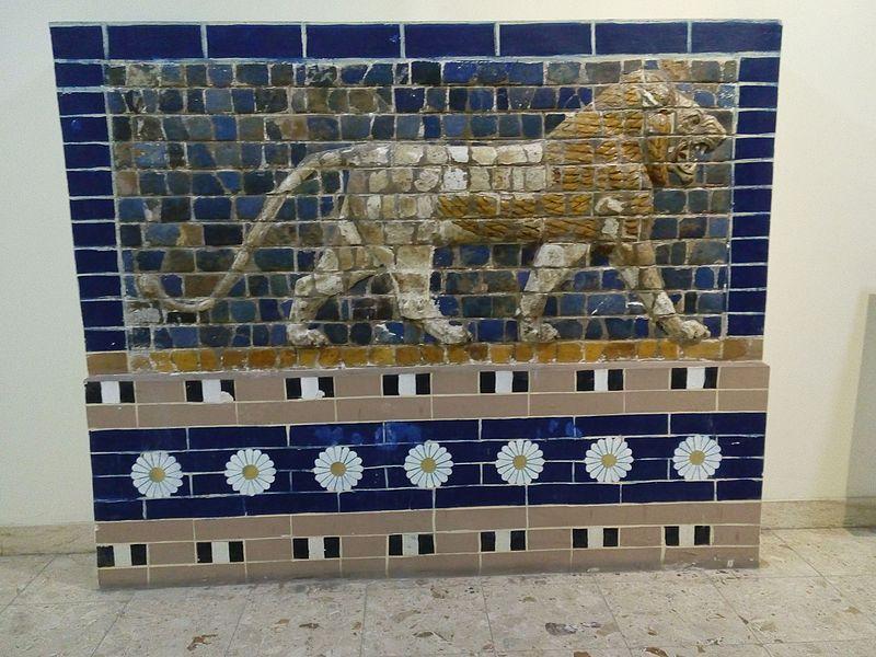 المتحف العراقي  800px-A_slab_represented_a_part_of_the_Ishtar_Gate