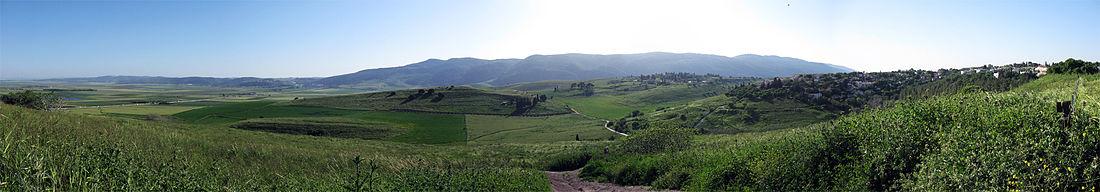 מראה פנורמי של רכס הכרמל מגבעות שייח אבריק בקריית טבעון