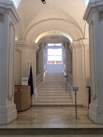 Admiralty House (Valletta) - Entrance hall leading to the grand staircase