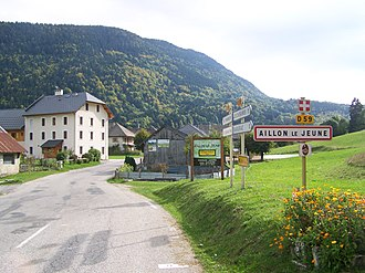 Aillon-le-Jeune - The road into Aillon-le-Jeune