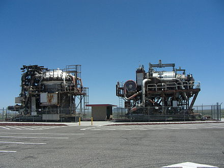 Experimental HTRE reactors for nuclear aircraft, (HTRE 3 left and HTRE 1 right) on display at Idaho National Laboratory near Arco, Idaho (43deg30'42.22''N 113deg0'18''W / 43.5117278degN 113.00500degW / 43.5117278; -113.00500). Aircraft Reactors Arco ID 2009.jpg
