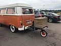 Aire de Beaune-Mercueil - petite remorque derrière un van.JPG