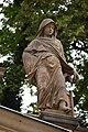Alegorické sochy vpravo na severním tympanonu Mlýnské kolonády v Karlových Varech 01.jpg