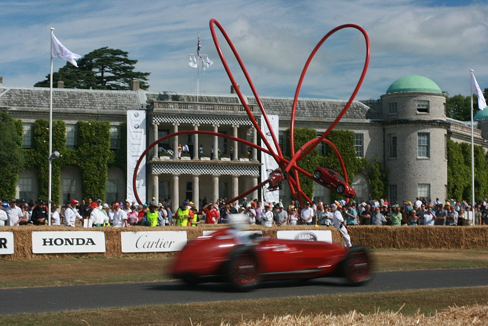 Alfa Romeo at speed past Alfa Sulpture at Goodwood House - Flickr - Supermac1961