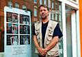 Am 2. September drehe ich mich um. LindenSindWir. Der Fotograf und Künstler Jörg Axel Fischer 2012 vor dem Atelier Wilhelm-Bluhm-Straße 38 Hannover Linden-Nord.jpg