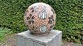 Amstelpark, Mozaiekbal bruin (2).jpg