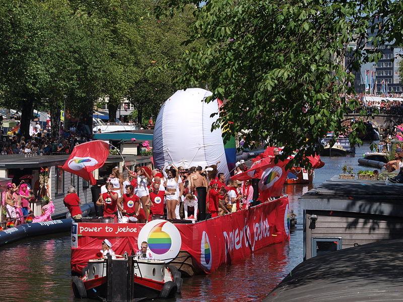 File:Amsterdam Gay Pride 2013 boat no17 Vodafone pic1.JPG