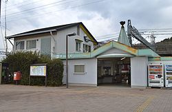 Aoyamacho Station ekisha.JPG