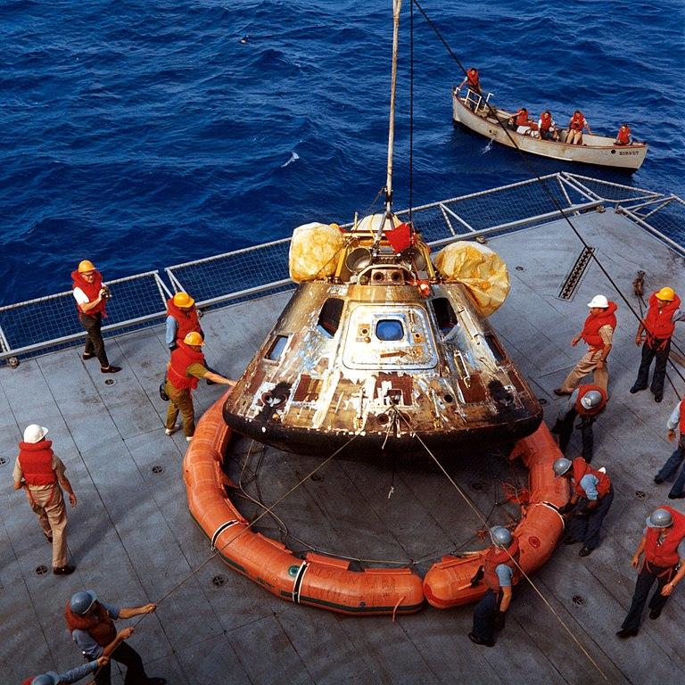 File:Apollo-11-Capsule.jpg - Wikimedia Commons