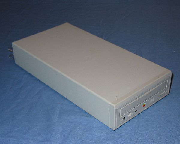 600px-AppleCD_300e_Plus.jpg