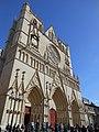 Avant de la Cathédrale Saint Jean.JPG