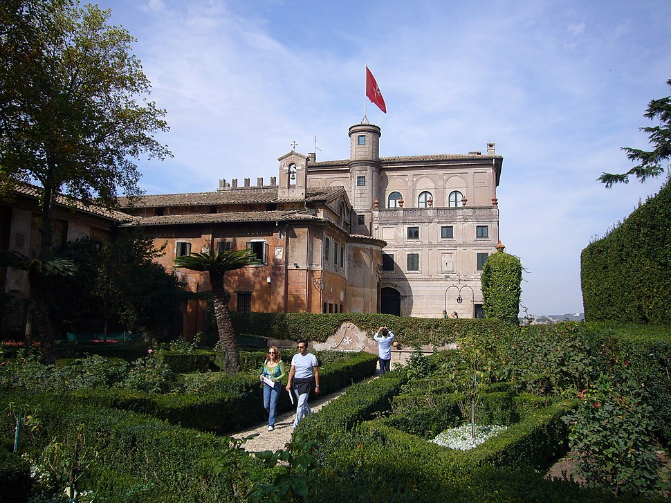 Aventino s Maria del Priorato villa dal giardino 1050419