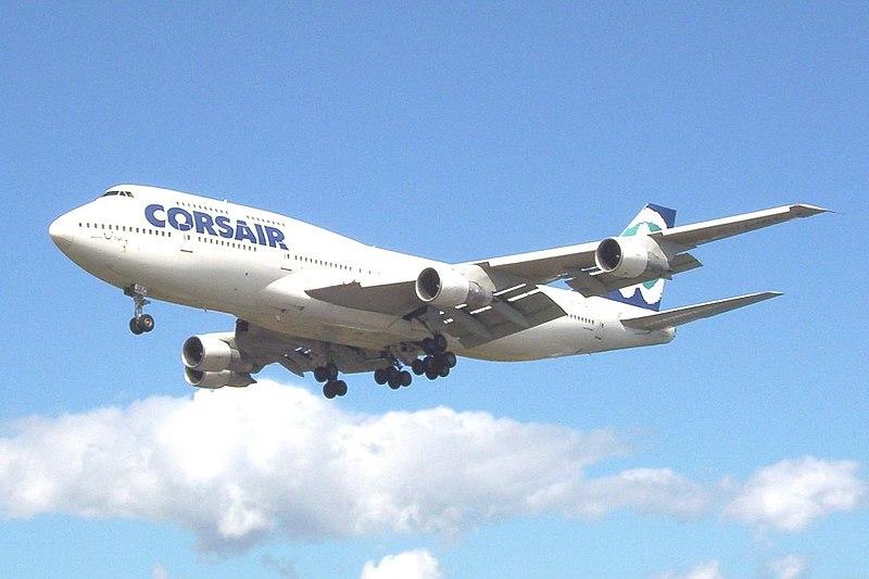 800px-Avion_Corsair.jpg
