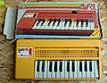 Avril by Bontempi mini electronic organ made in 1984 (2015-06-16 by free photos).jpg