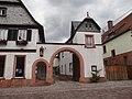 Bürgstadt Haupstraße 15 archway.jpg
