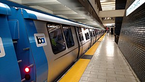 BART E cars at 19th Street Oakland station, March 2018.jpg
