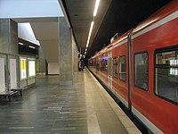 Bahnhof Hannover Flughafen • Bahnsteig, Blick nach Südwest.JPG