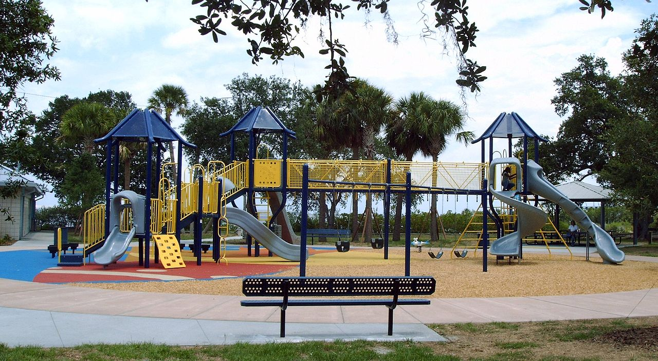 File:Ballast Point Park Playground (Tampa).jpg - Wikimedia Commons