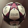 Ballon de la finale de la Champions League féminine 2015 (cropped).JPG