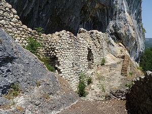 Balm ruins - Exterior view with bailey area